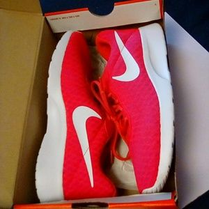 Nike Tanjun women's size 7.5